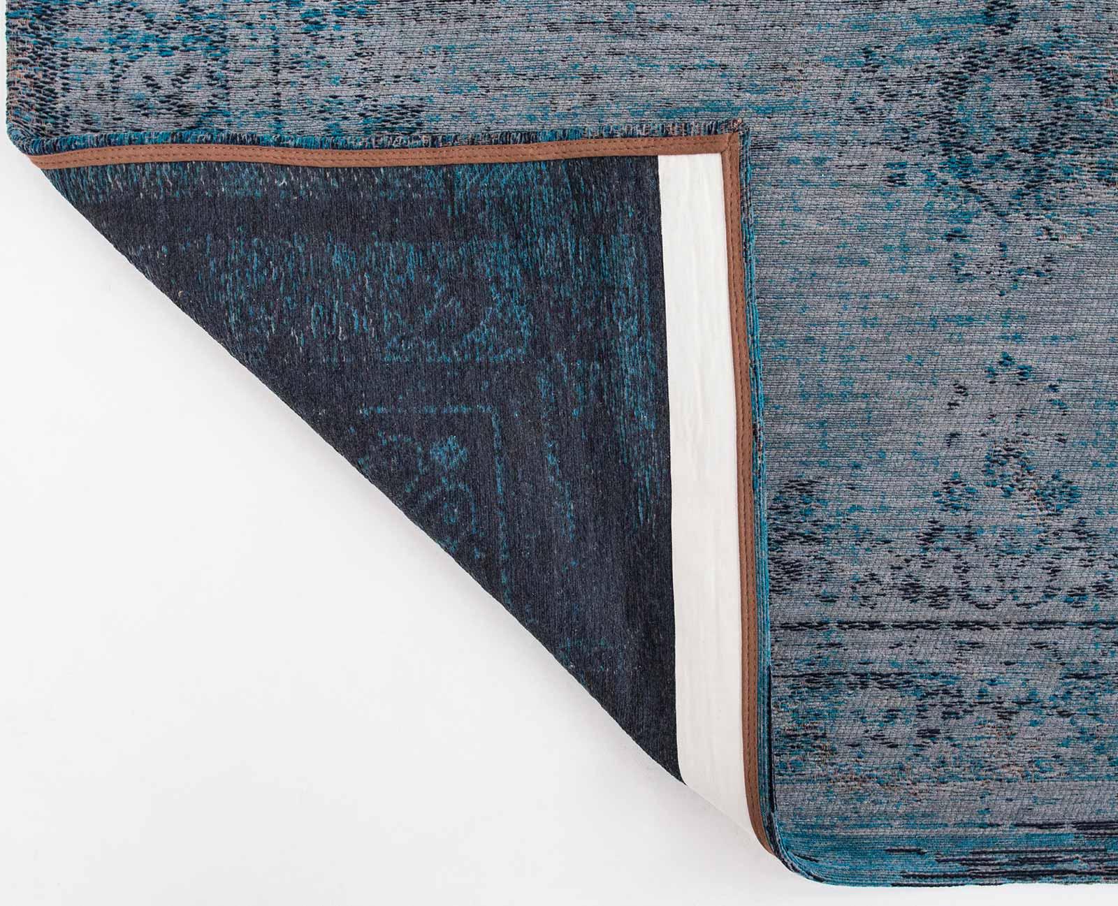 Louis de poortere tapis fading world grey turquoise 8255 medallion design for Moquette louis depoortere